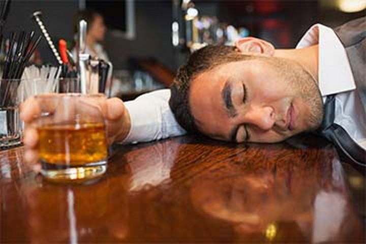 cómo aguantar más la borrachera comiendo