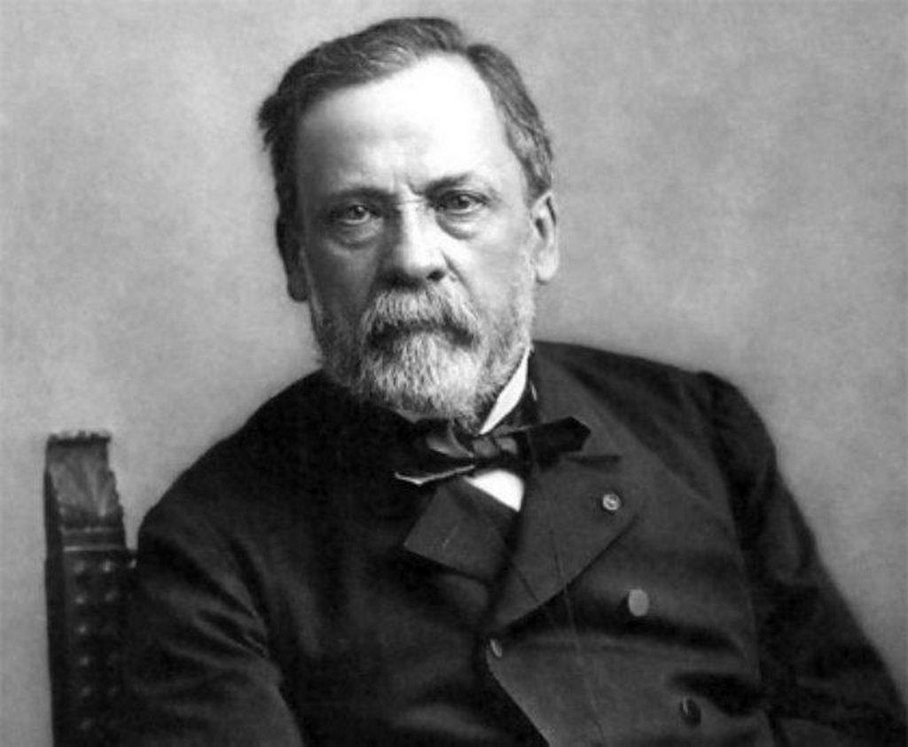 quién inventó la vacuna contra la rabia